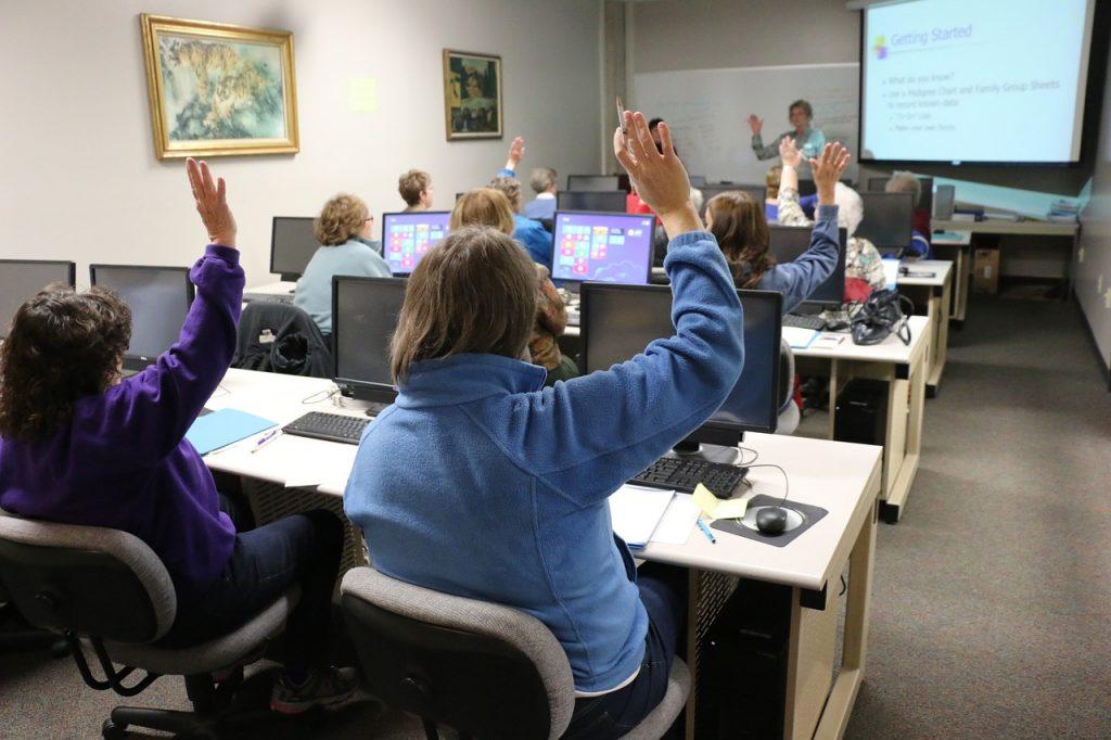 classroom-1189988_1280-1024x682.jpg